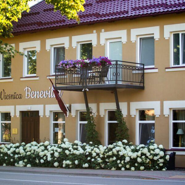 Hotell, Kohvik Benevilla