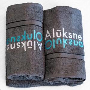 Dvielis ar Alūksnes logo, izm.70 x140 cm