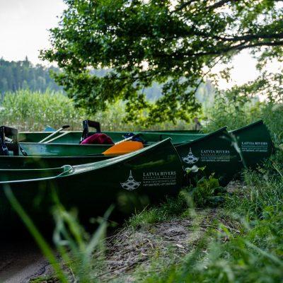 Kanoe laivas Latvia rivers