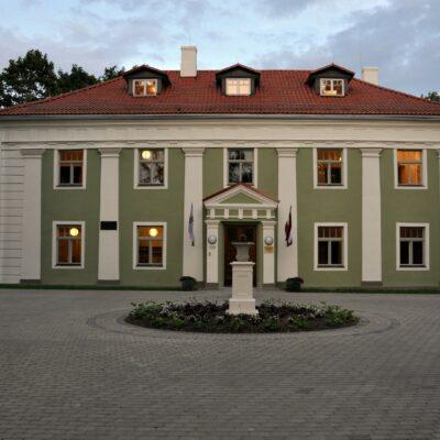 Alūksne Vana (Järveäärne) loss