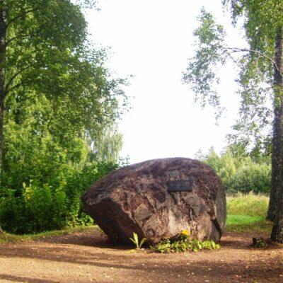 Piemiņas akmens Alvilam Buholcam