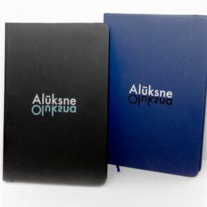 Pierakstu klade ar Alūksnes logo