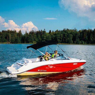 Ar motorlaivu pa Alūksnes ezeru