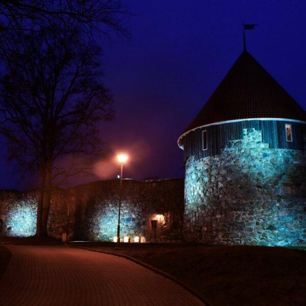 Dienvidu tornis, izgaismots
