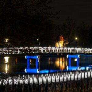 Tempļakalna ielas gājēju tilts, izgaismots