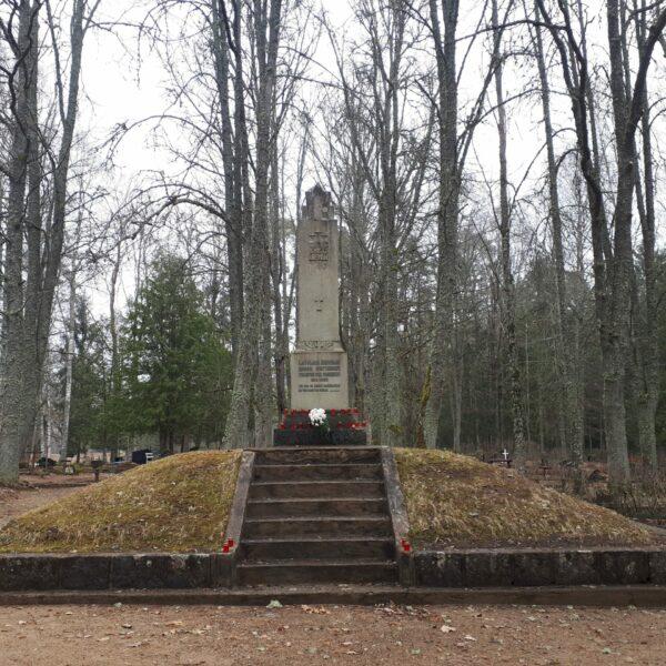 Piemineklis Pirmajā pasaules karā un Latvijas Neatkarības karā kritušajiem Mālupes pagasta iedzīvotājiem